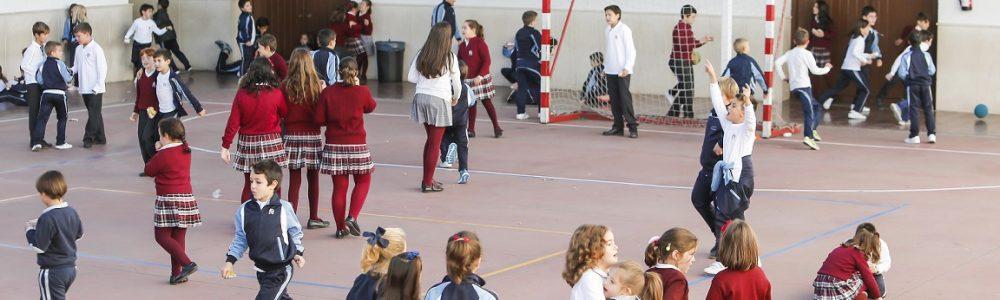 alumnos patio instalaciones